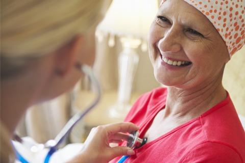 چه عواملی باعث سرطان تخمدان میشود - سن - شیوه زندگی و چاقی بدن - پودر تالک